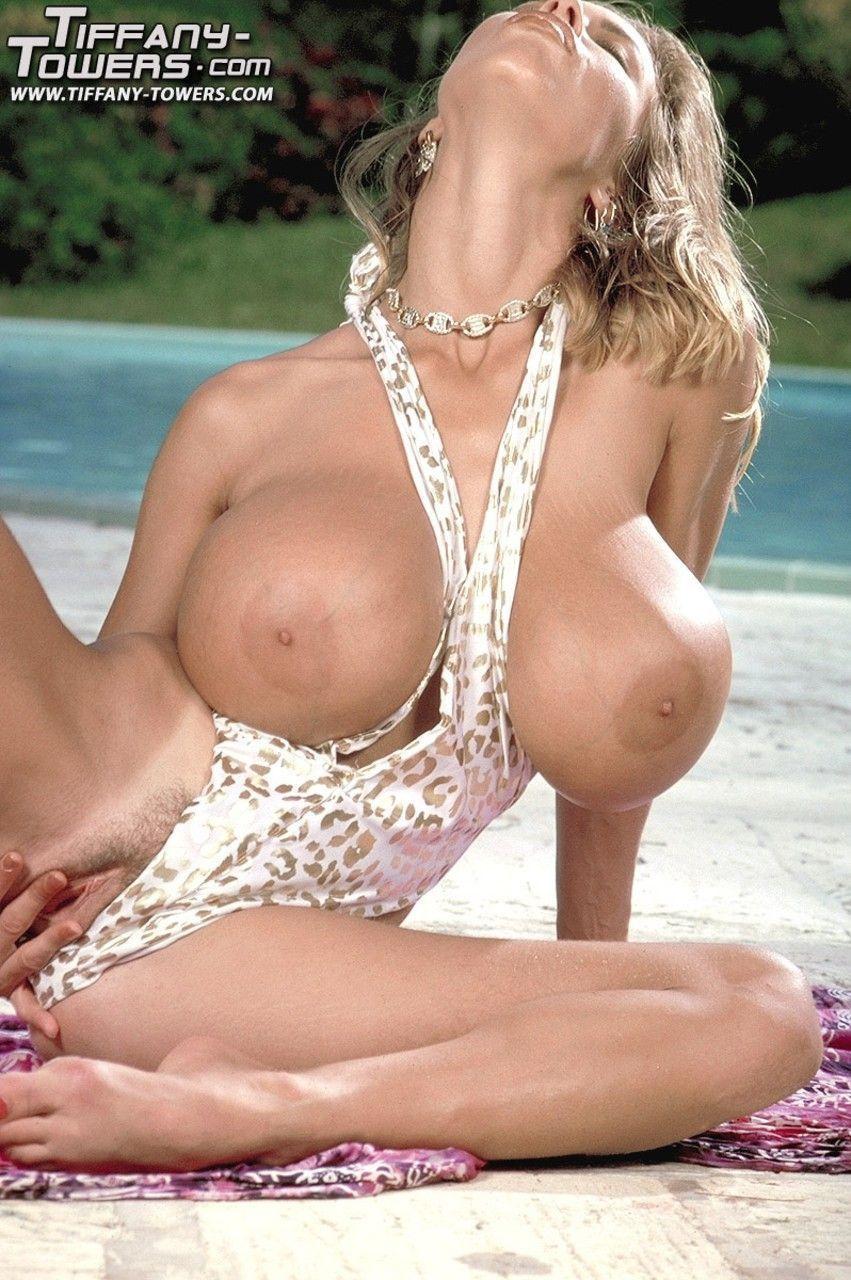 Fotos de loira madura com mega peitões grandes e buceta linda
