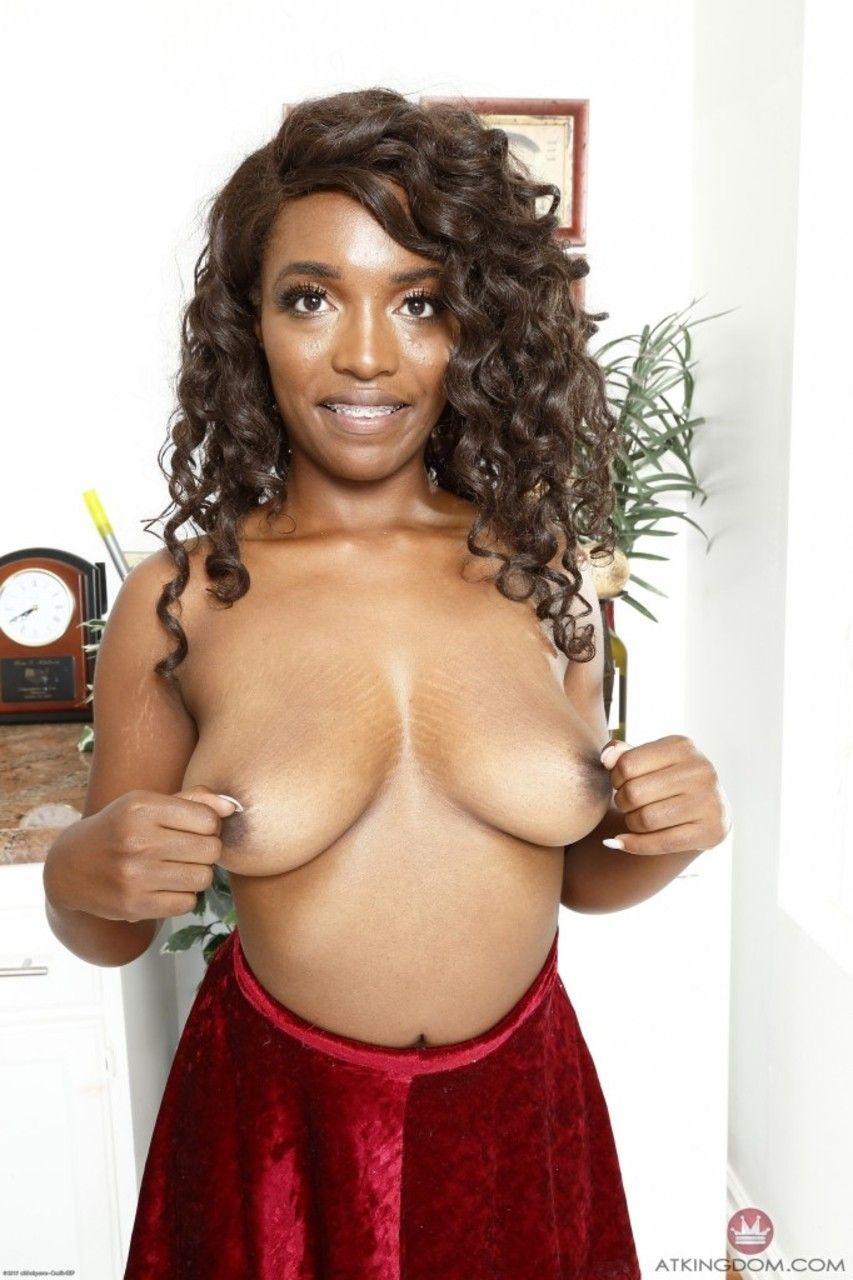 Fotos de negra gostosa com xampoula carnuda lisinha