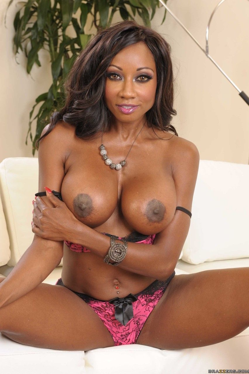 Fotos mulher negra peituda tirando a lingerie e ficando pelada
