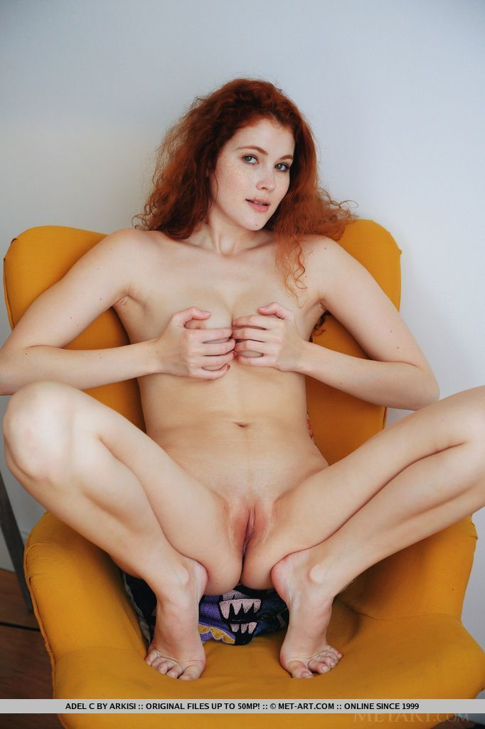 Fotos ruiva magrinha sexy exibindo a bucetinha rosada