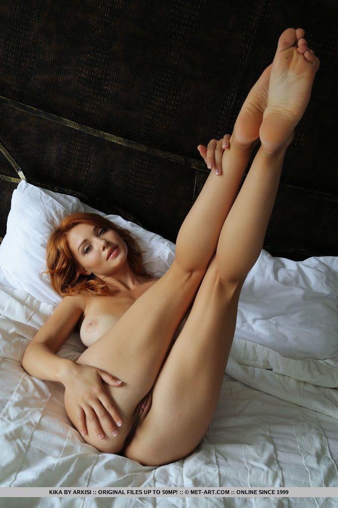 Fotos sensuais grátis de ruiva novinha perfeita toda pelada