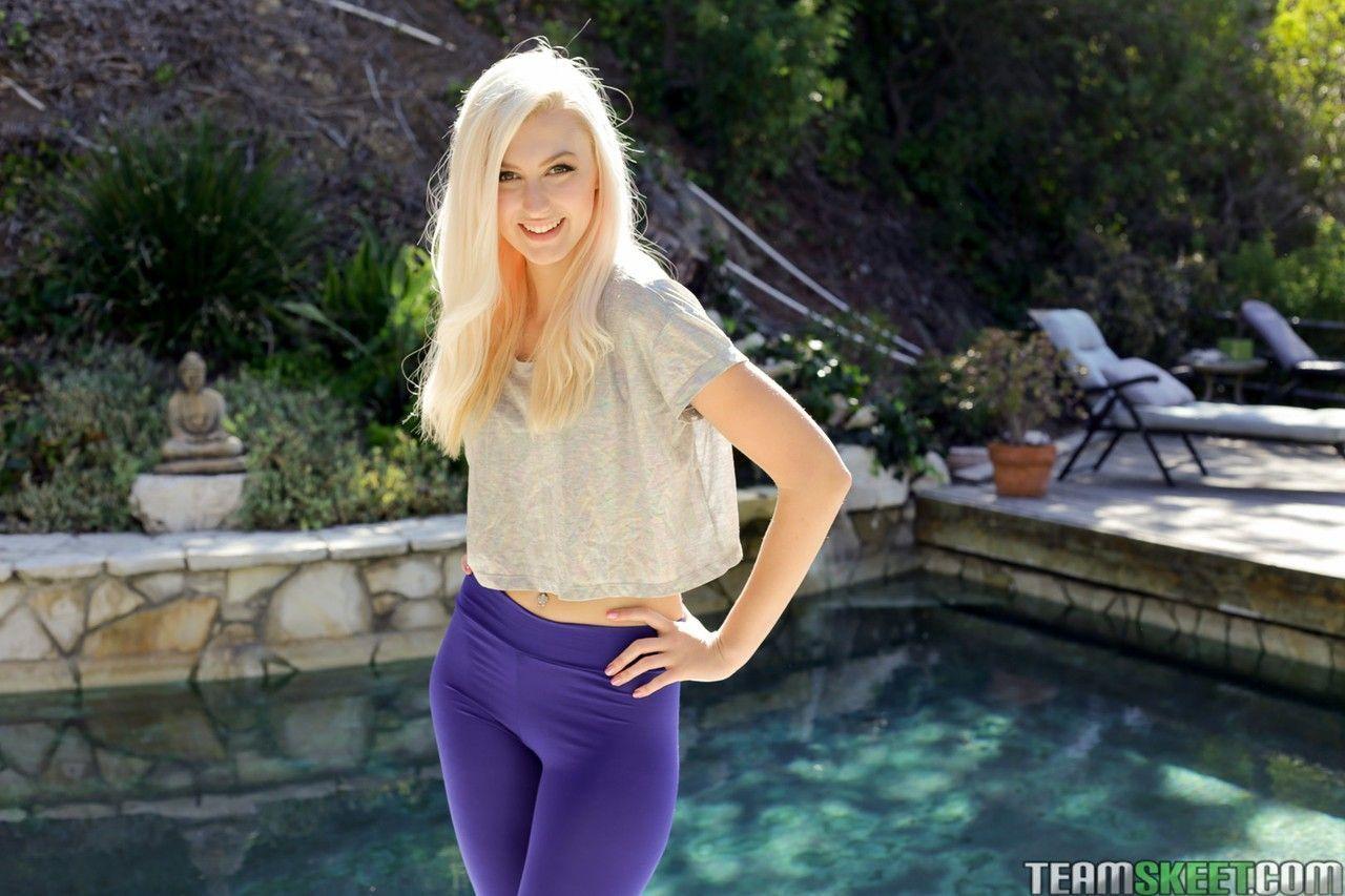A Novinha loirinha linda do xvideo Alexa Grace mostrando seu melhor