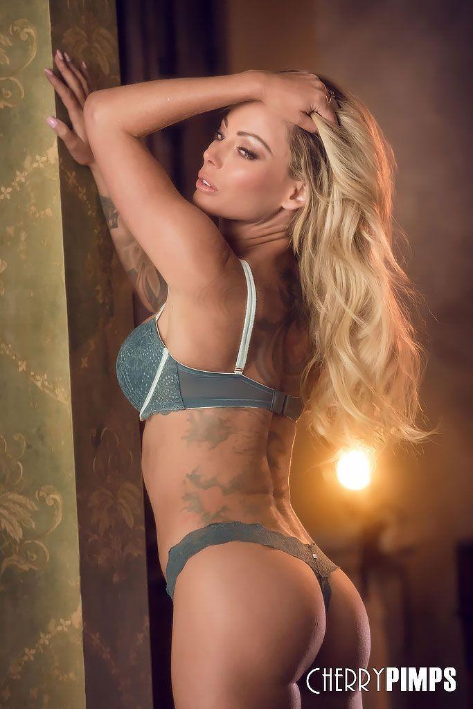 Fotos de loira sexy com corpão de modelo toda pelada