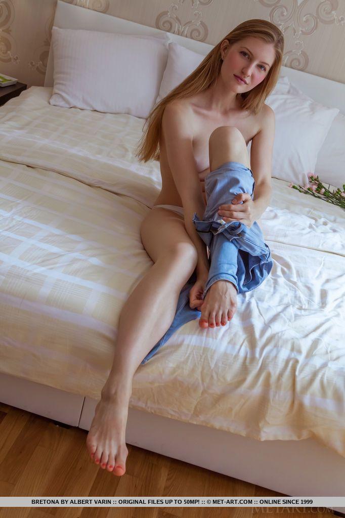 Branquinha com corpo perfeito fazendo sexo com namorado