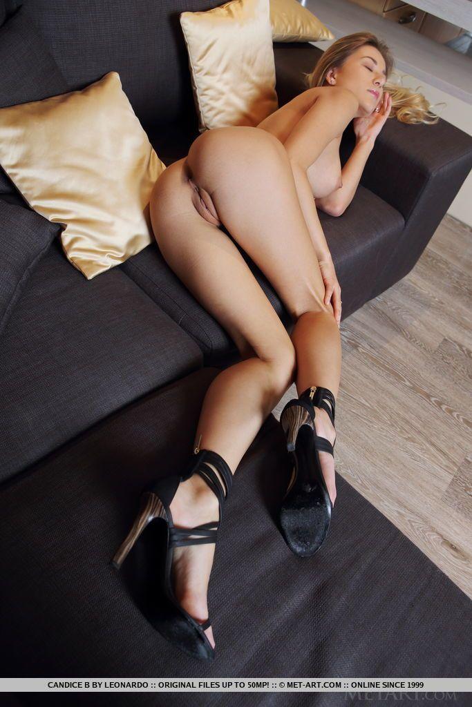 Fotos de bunda grande e gostosa de loira safada se exibindo sem roupa