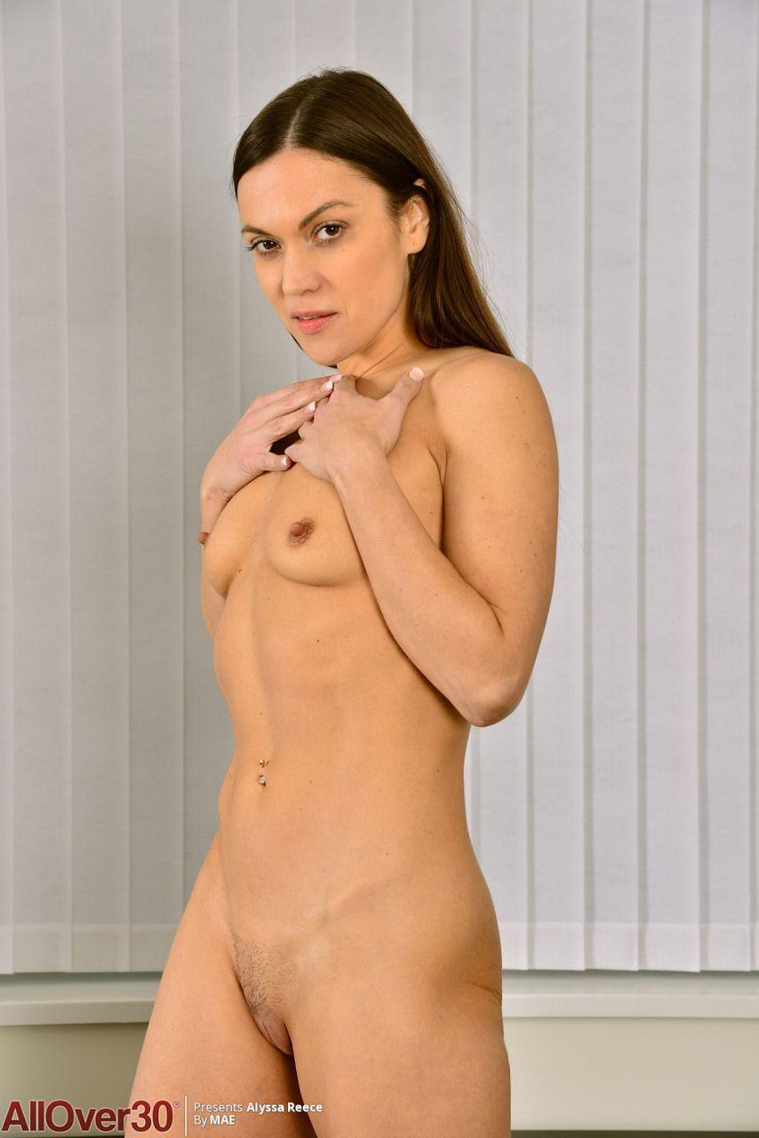Empresaria gostosa mostrando seu corpo uma maquina de fazer sexo