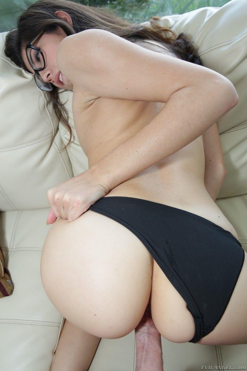 Xvideos gratis mostra branquinha deliciosa sentando na rola grande