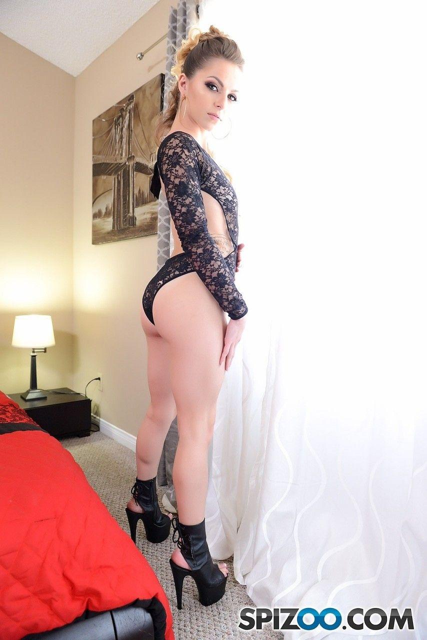 Fotos de mulheres nuas chupando uma pica bem grande