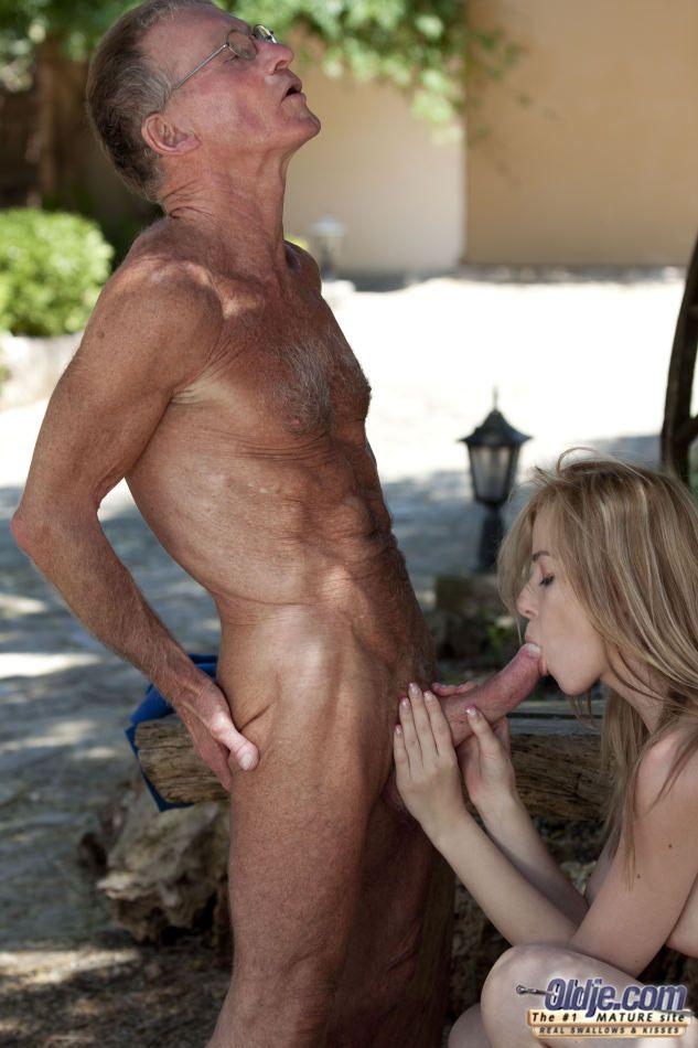 Fotos de porno mostra incsto entre avo e neta gostosa