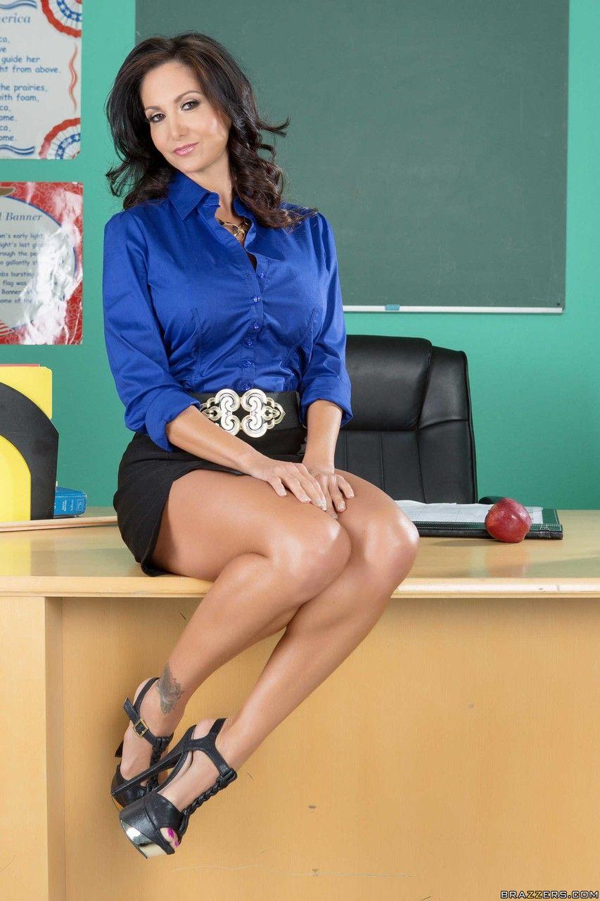 Fotos de professora gostosa peituda exibindo em sala