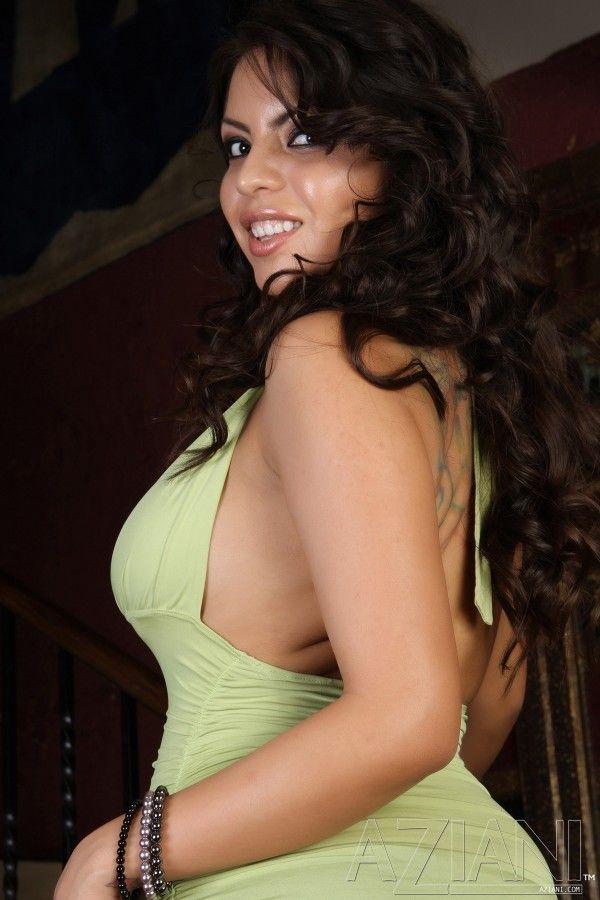 Morena sapequinha sensualizando na frente da camera em video de sexo