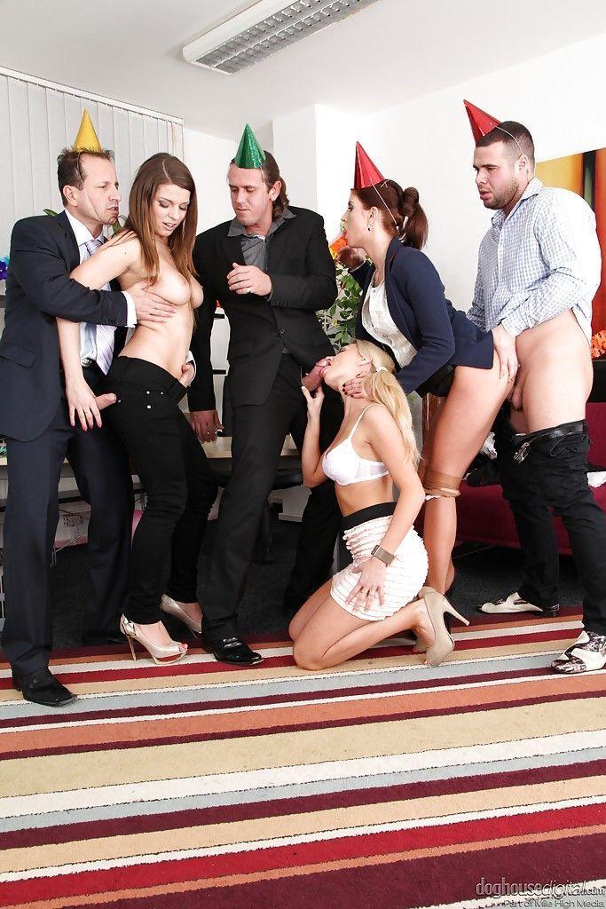 Orgia no casamento de uma atriz porno muito gostosa