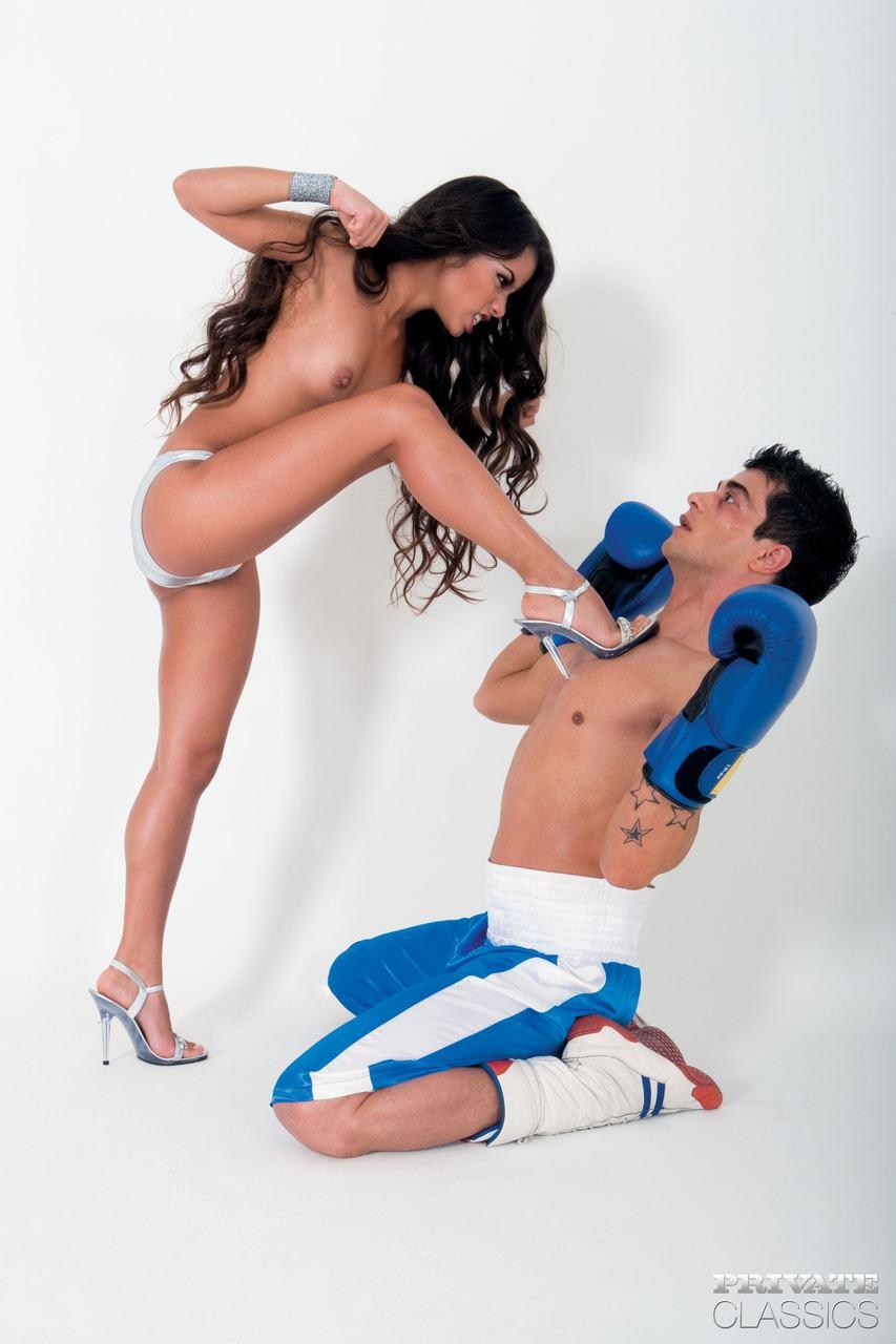 Peludinha mais sensual do brasil sentando na pica em fotos picantes