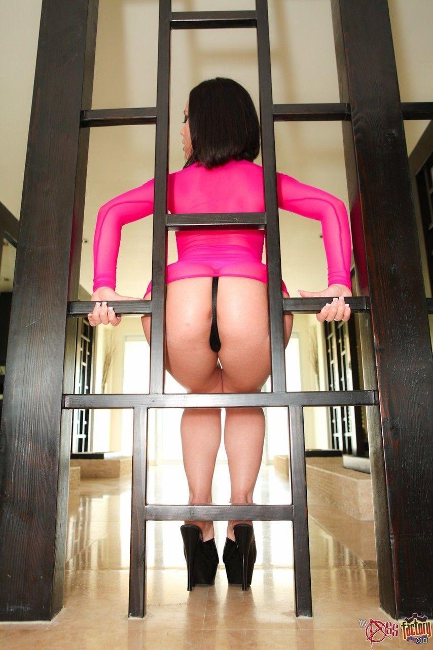 Fotos de magrinhas lésbicas peladas se fudendo com consolo no cu