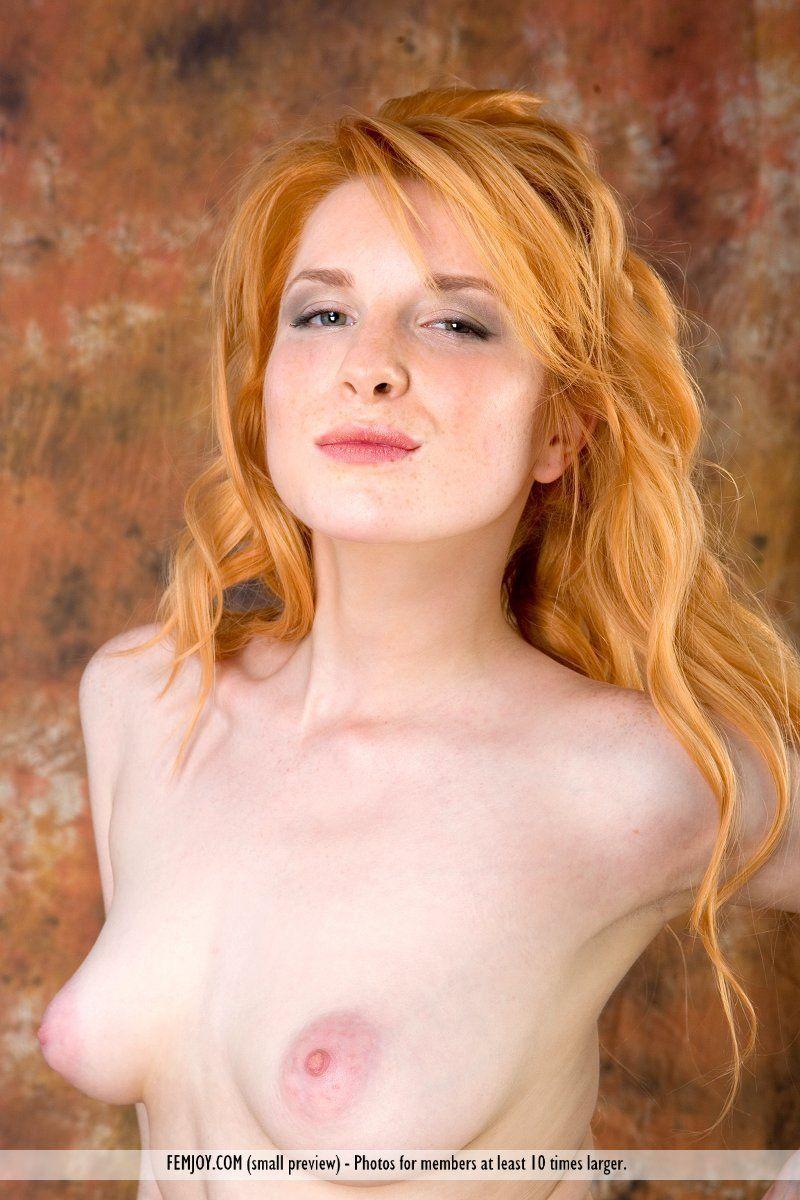Ruiva novinha toda gostosa em fotos de mulher pelada