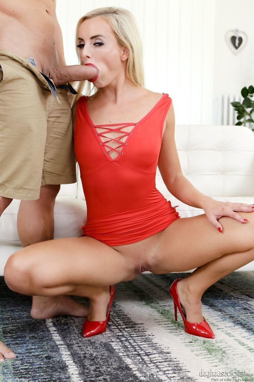 Sexo anal em fotos grátis de loira linda dando o cuzinho