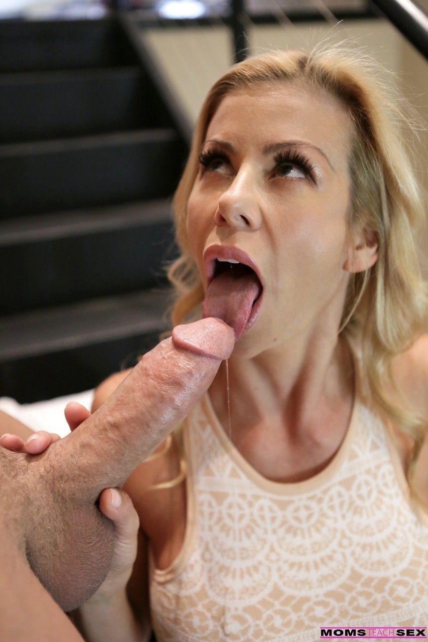Xvidoes deixa mulher loira bem excitada e faz ela gozar gostoso
