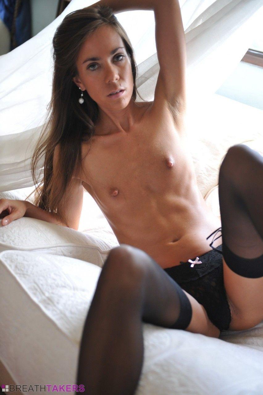 Redtub com novinha deliciosa abrindo sua bundinha para fotos de sexo