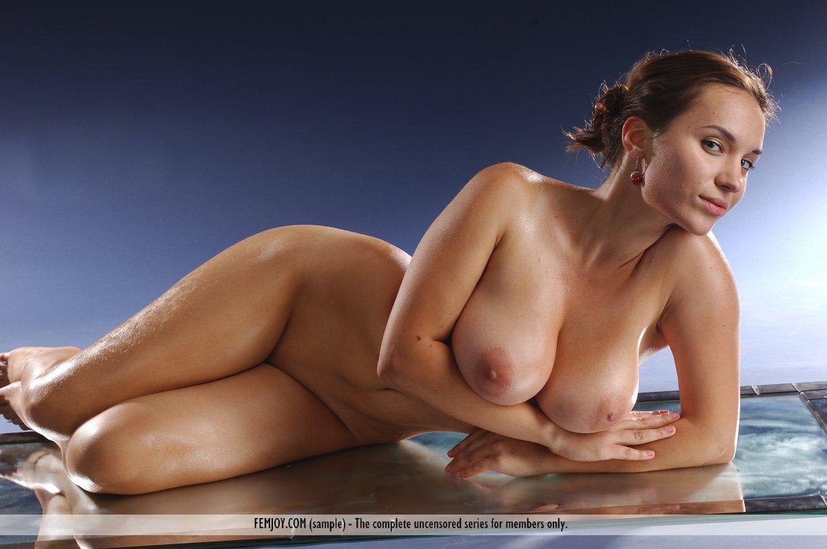 Fotos de peituda gostosa toda nua com sua buceta raspadinha